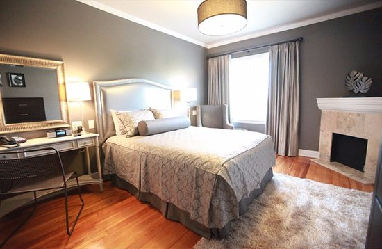 The Campbell Hotel: The Pearl Room