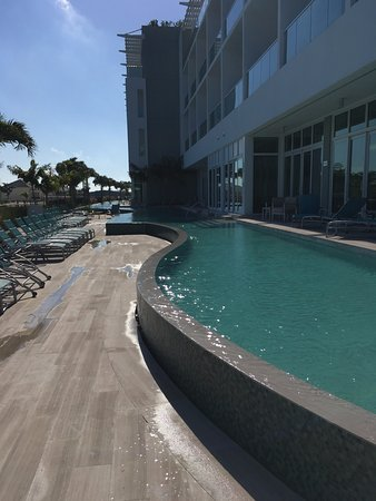 Bimini: Poolside