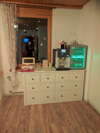Hotel Edelweiss: The coffee/tea corner