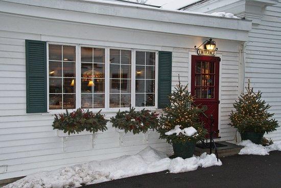 The White House Inn: Entrance to the Inn