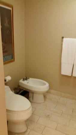 Doubletree by Hilton Grand Hotel Biscayne Bay: Main Bathroom