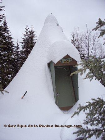 Saint-Romain, كندا: Tipi Castor est  aussi tout équipés pour cuisine a l'extérieur.