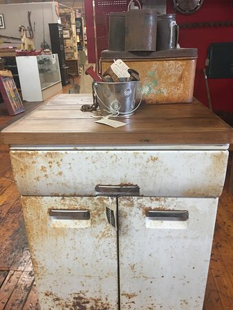 Monroe, Gürcistan: VINTAGE REVIVAL ANTIQUES