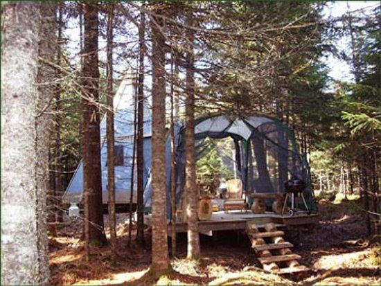 Saint-Romain, Kanada: Tout les tipis ont des abris moustiquaires l'été.
