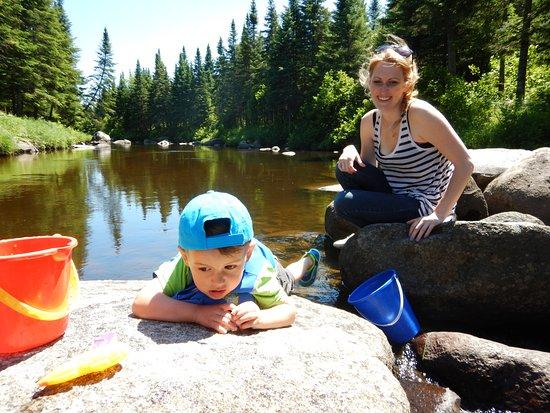 Saint-Romain, Kanada: Baignade dans la riviere sauvage.