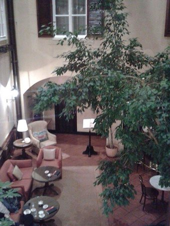 Hotel Konig Von Ungarn: Patio