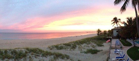 Tropic Seas Resort: Beautiful sunset a