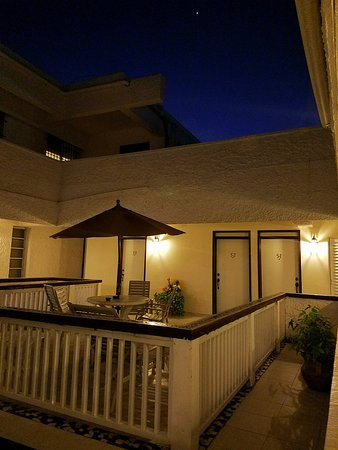 Hotel & Suites Nader : open terrace outside rooms upstairs