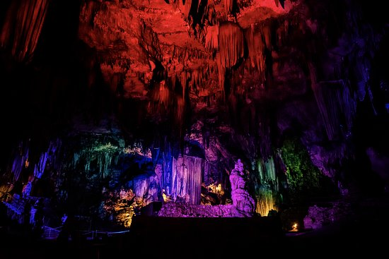Childersburg, Алабама: Our Caverns is a natural beauty that transforms into a world of intrigue during our Light Show!
