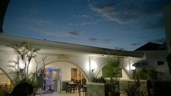 Panglao Regents Park Resort: Beautiful evening