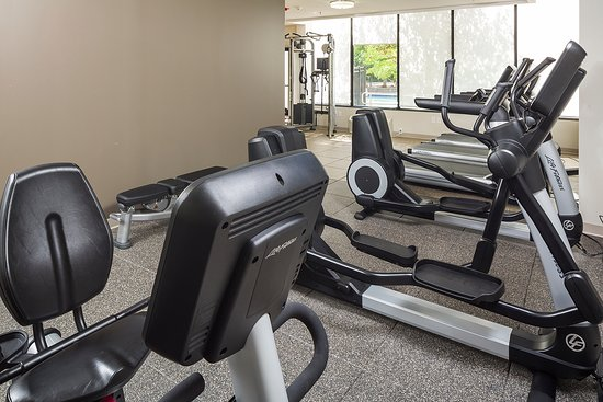 Rockland, MA: Bright and sunny fitness center