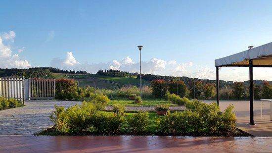 giardino e terrazza - Picture of Pizzeria Giardino di Strada, Strada ...