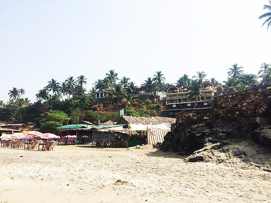 Anjuna, Indien: Resort view from the beach