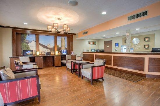 main lobby picture of comfort inn lancaster rockvale outlets rh tripadvisor ie