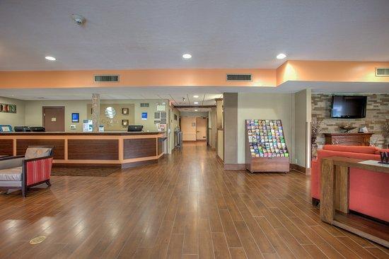 lobby entrance picture of comfort inn lancaster rockvale outlets rh tripadvisor com