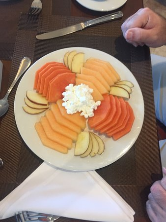 Hotel Aeropuerto Los Cabos : Fruit and cottage cheese - breakfast