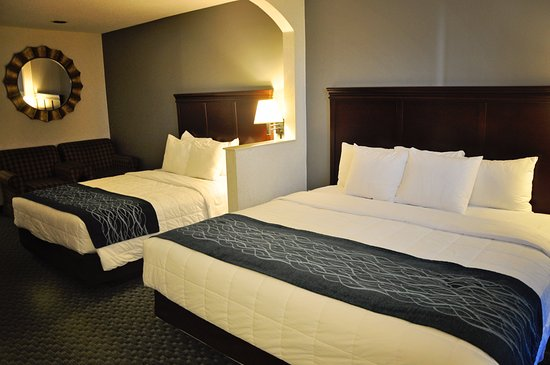 Hart, MI: Room with a King Bed and a Queen Bed