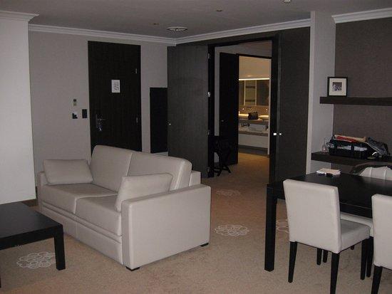 Wit Bankje Eettafel.Suite Bank En Eettafel Picture Of Hotel Restaurant