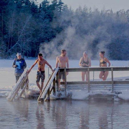 Вантаа, Финляндия: Ice swimming in Kuusijärvi