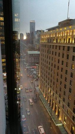 Four Seasons Hotel Vancouver: chambre du 9ème étage, vue sur la ville