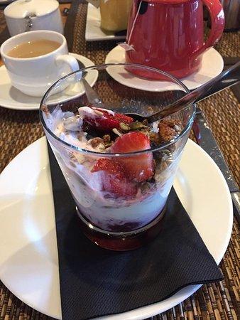 Lime Tree Lodge: Breakfast Yogurt, Fruit and Muesli