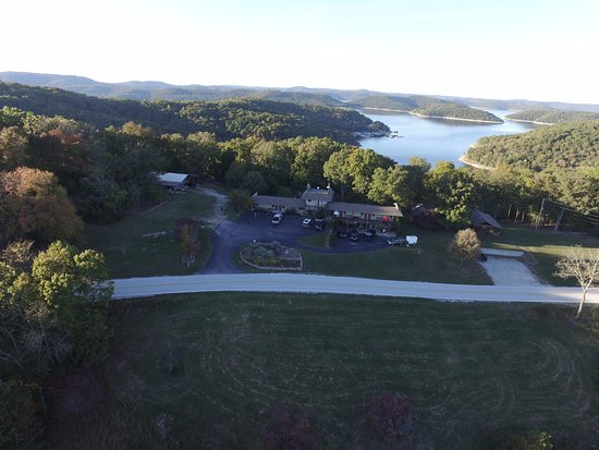 Beaver Lake View Resort : Aerial View looking to the north. You can see the lake from the back decks.