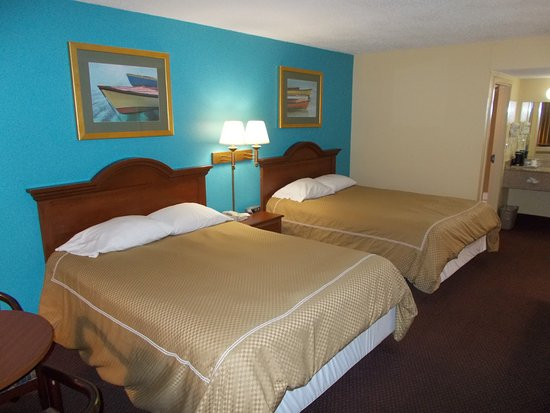 Super 8 by Wyndham Dania/Fort Lauderdale Arpt: Two queen comfortable beds!