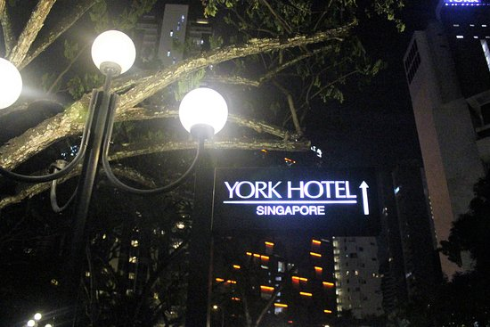 York Hotel: Marque at Night