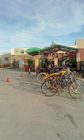 Gallagher's Dining & Pub: Huge parking