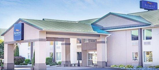 Baymont Inn & Suites Bartonsville Poconos: BAYMONT INN & SUITES POCONOS FRONT ENTRANCE