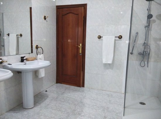 El Robledo, Espanha: Baño casa pricipal