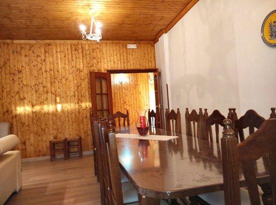 El Robledo, Espanha: Mesa 12 comensales  en el salón casa pricipal