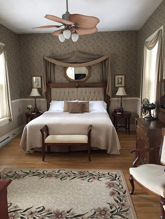 Lovelace Manor Bed and Breakfast: 2017 Summer Goals: King Suite