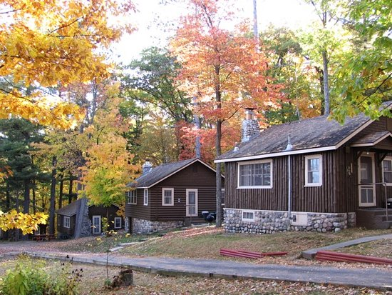 Brekke's Fireside Resort: Cottages 7,9 and 11 in late September.