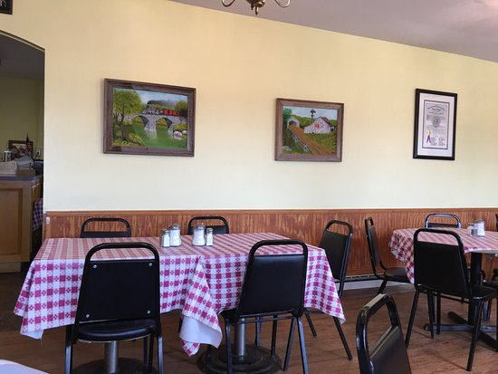 Bonnie's Country Kitchen: Main dining area
