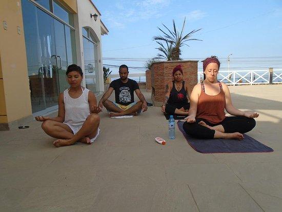 Yoga en Hotel Las Palmeras de Huanchaco