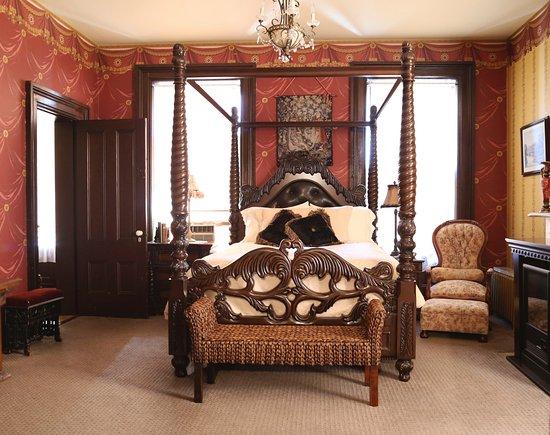 Victorian Mansion: Julia Suite (Julia Room)