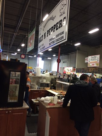 Pickering, Canadá: Excellent food court, so many yummy options. Recycling bins still don't exist.