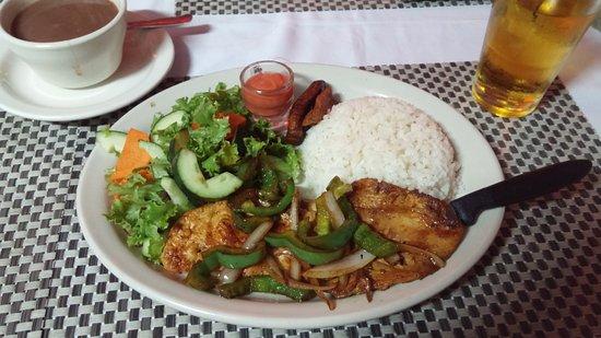 Cenaida's : Chicken-dinner