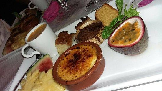 Sainte-Clotilde, Reunión: Excellent! Typique créole! Assaisonnement et cuisson parfaite! Dessert nickel! Je recommande à t