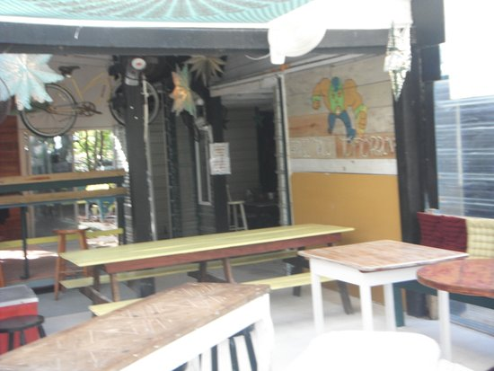D Catch Seafood Bistro: Tables and chairs