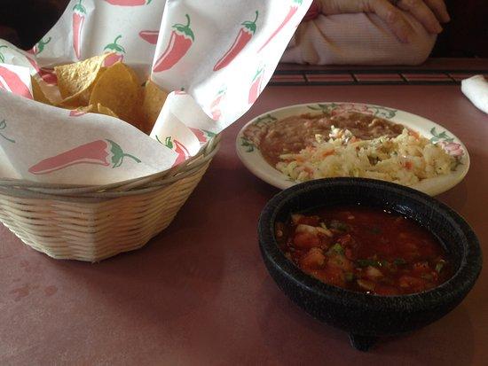 La Hacienda Real: While we wait for our food...Wonderful bean dip.