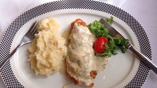 The Bull Run Restaurant: Prawn and Chicken Curry, cordon Bleu and Steak Tartar