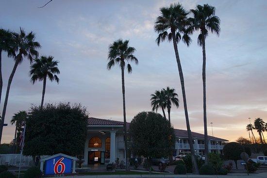 Motel 6 Chandler: Desert oasis!