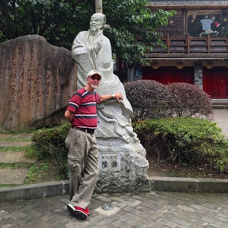 Chongzhou, Cina: One last photo standing next to a statue of their local poet.