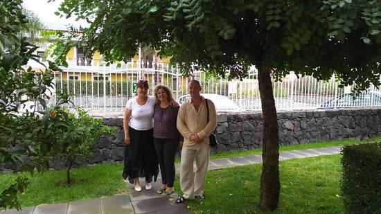 Mascali, Italia: С хозяйкой отеля.