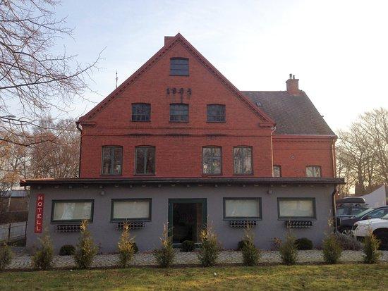 Staffanstorp, Suecia: Anbautrakt mit Fremdenzimmern ;Süd-West Seite
