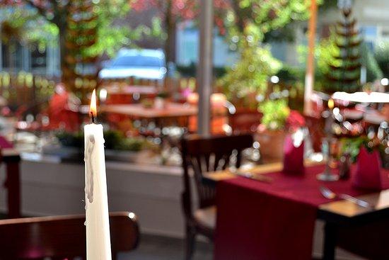 Neubrandenburg, Tyskland: Bei Kerzenschein und einem schönen Ambiente schmeckt es doch gleich besser