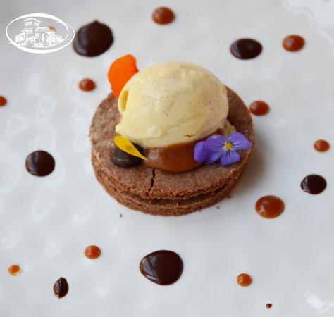 Gisborne, New Zealand: Chocolate & salty caramel Biscuit