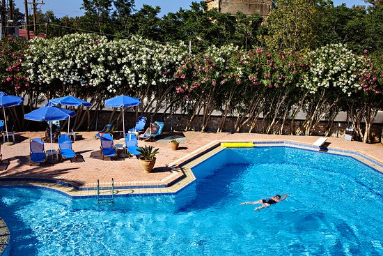 Lefka Apartments: Swimming pool
